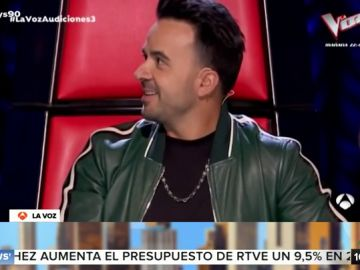 """Orozco bloquea a Luis Fonsi durante la actuación de una fan: """"Ha bloqueado al autor de la canción"""""""