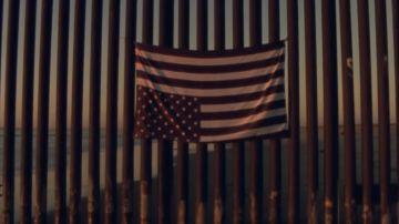 "Fotograma del videoclip de ""Land of the free"""