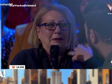 """La emoción de una mujer tras recibir una sorpresa de su nieta en 'La Voz': """"Para mí esto es demasiado"""""""