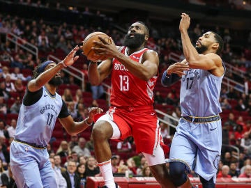 James Harden, en acción ante los Grizzlies