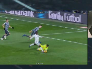 El análisis de la jugada entre Vinicius y Rulli en el Bernabéu