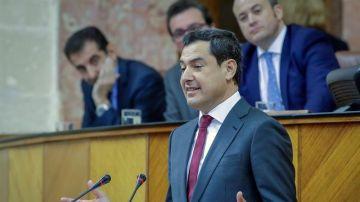 El líder del PP-A, Juanma Moreno, durante el pleno de investidura