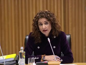 La ministra de Hacienda responde a las preguntas de Ana Pastor en El Objetivo