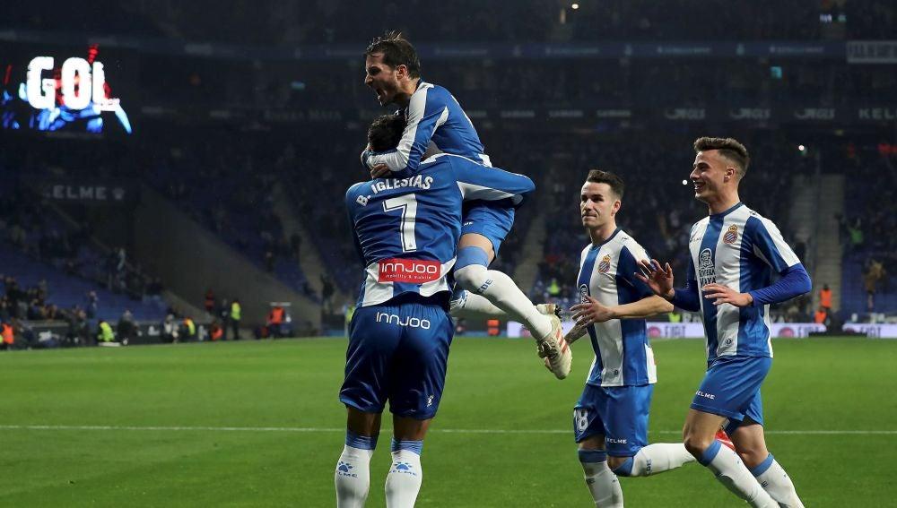 Los jugadores del Espanyol celebran un gol