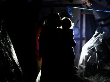Refugiada con su hijo en el campo de Moria, Lesbos (Grecia)
