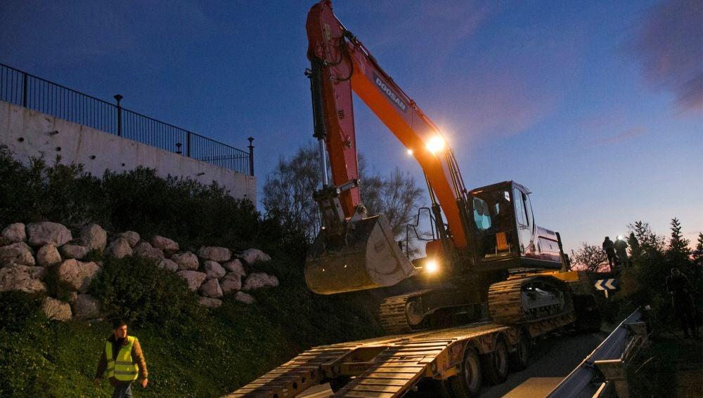Una máquina excavadora durante los trabajos para rescatar a Julen
