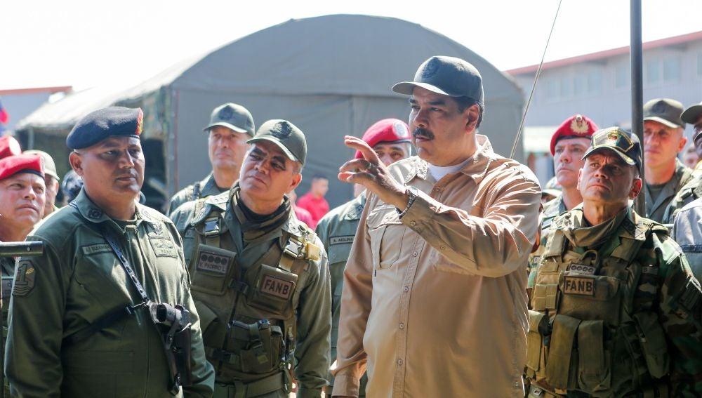 El presidente de Venezuela, Nicolás Maduro, encabeza unas maniobras militares