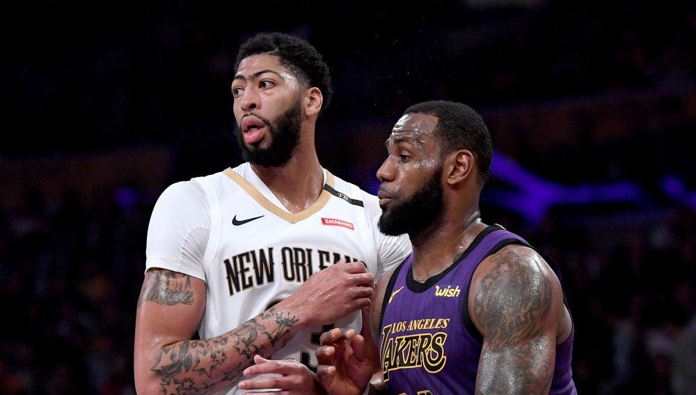 Anthony Davis y LeBron James, durante un Pelicans-Lakers