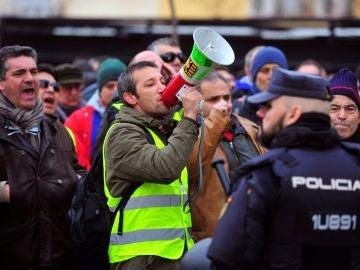 Decenas de taxistas se concentran este martes frente a la sede de UGT en Madrid