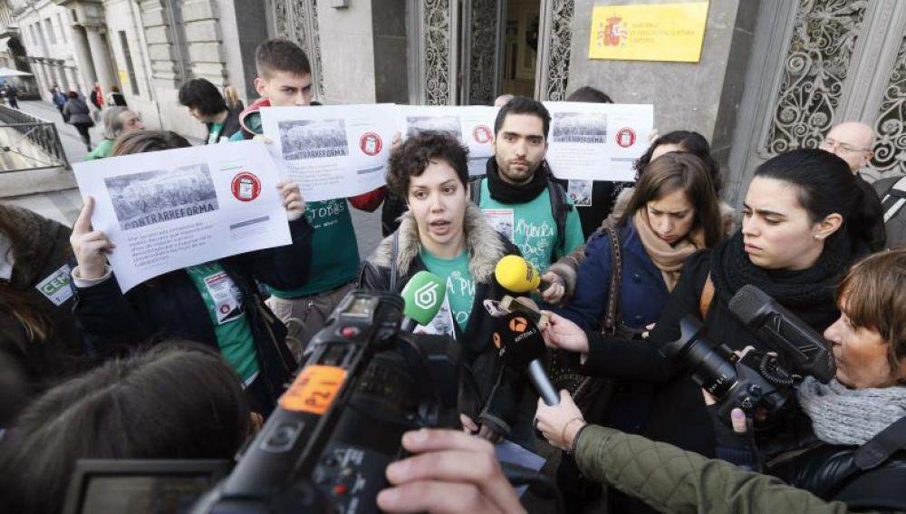 Ana García, secretaria general del Sindicato de Estudiantes, anuncia una huelga general para el 8-M
