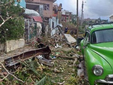 Un barrio destrozado de La Habana por el paso del tornado