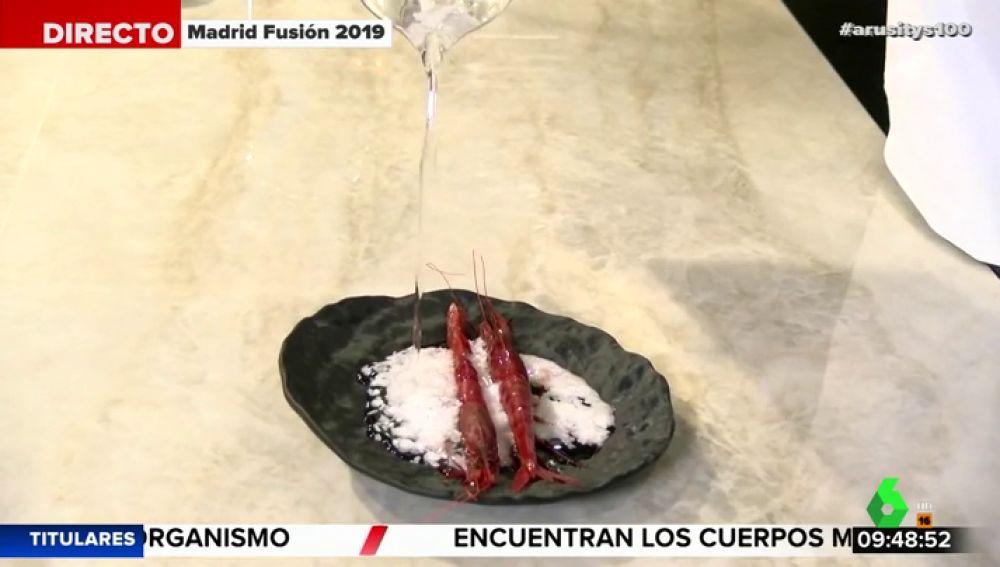 El chef Ángel León nos descubre un experimento para convertir el agua del mar en sal