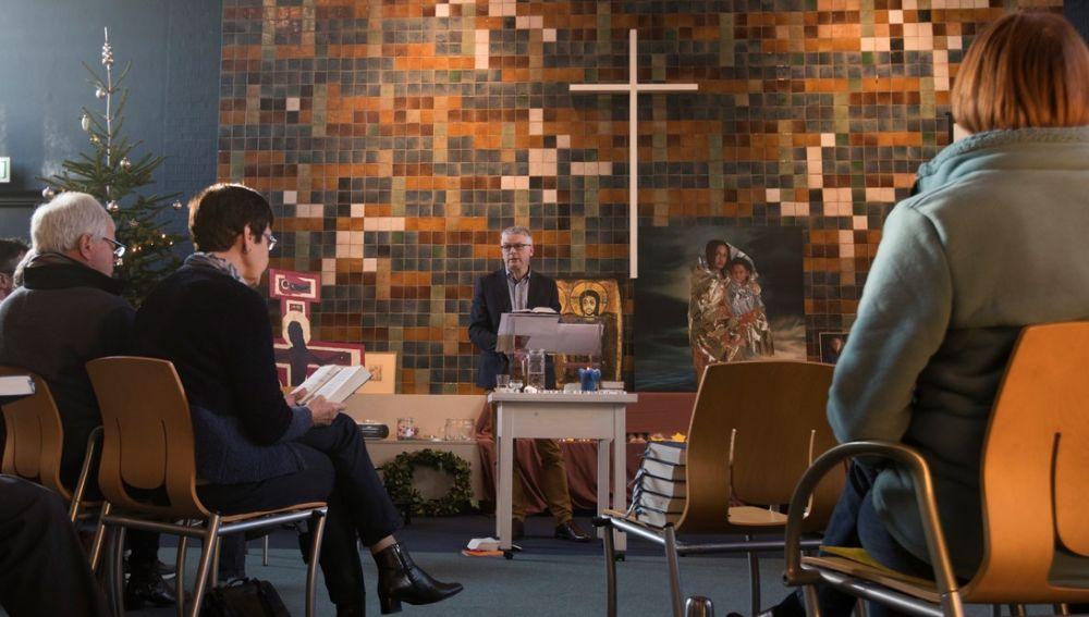 Imagen de la misa que ha durado más de tres meses para evitar que deportaran a una familia armenia.