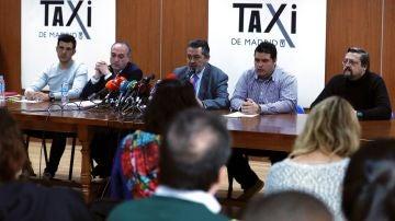Portavoces de las asociaciones de taxistas en la sede de Radio Teléfono Taxi.