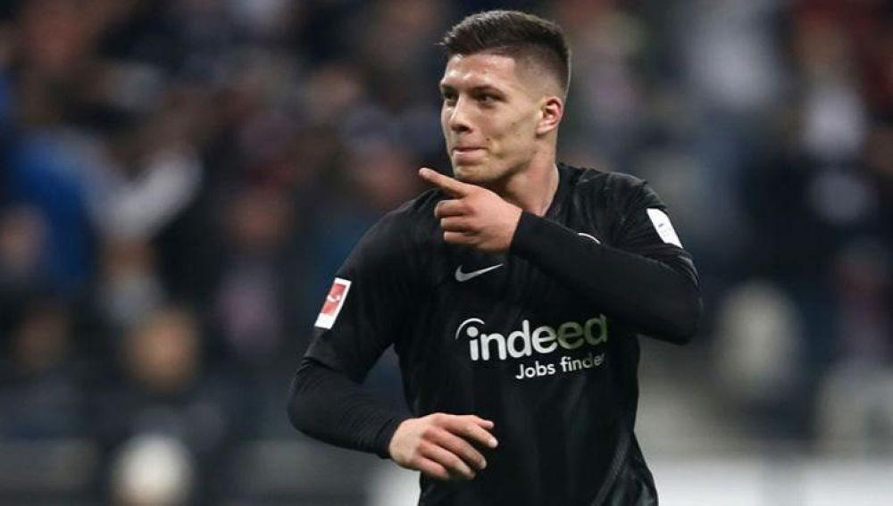 El Eintracht ya asume la marcha de Jovic