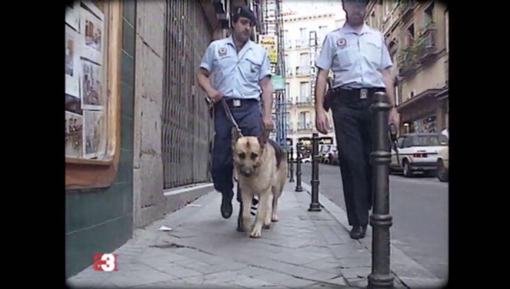La 'ley Corcuera' o cómo el Gobierno permitía en 1992 que la Policía entrara en una casa sin la autorización de un juez