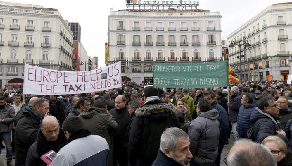 Momento de la concentración de taxistas en la Puerta del Sol de Madrid