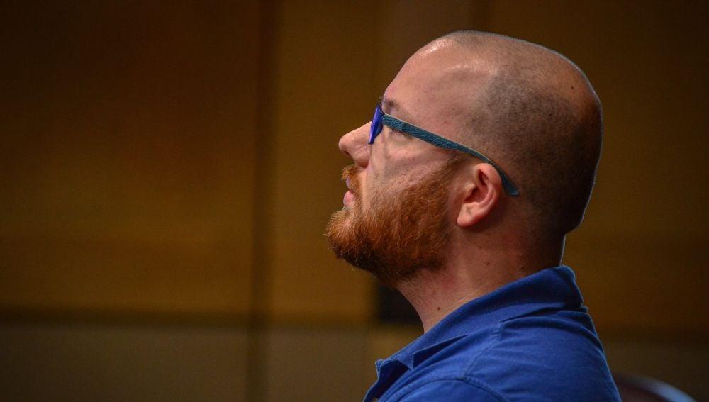 """El miembro del jurado, identificado como """"Collins"""", durante la vista ante el juez"""