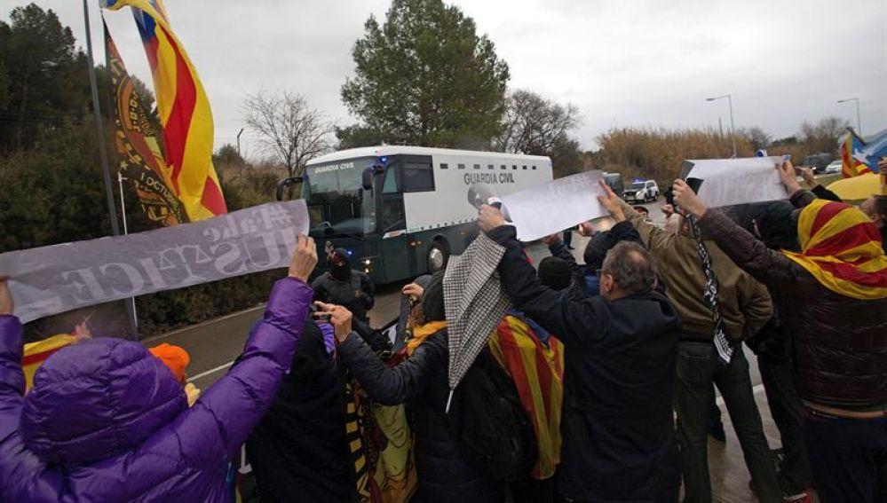 Imagen de archivo de la concentración a las puertas de Brians 2 con la llegada de los presos independentistas en febrero