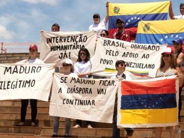 Venezolanos se manifiestan contra Nicolás Maduro.