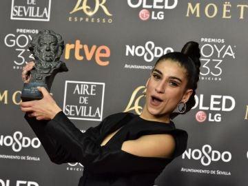 La actriz Carolina Yuste tras recibir el Goya a la mejor actriz de Reparto