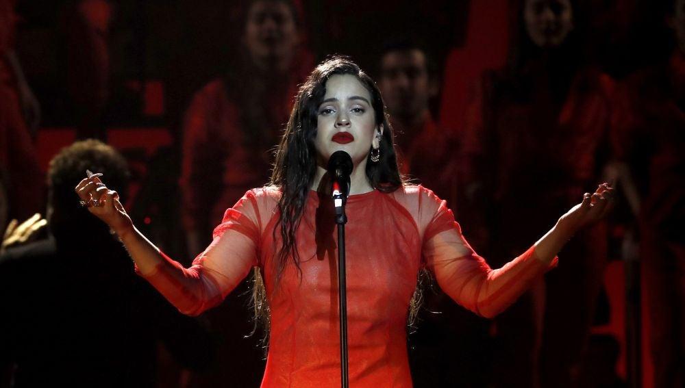 La cantante Rosalía durante su actuación en los Premios Goya 2019
