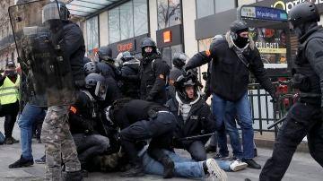 Imágenes de la tensión entre 'chalecos amarillos' y Policía en París