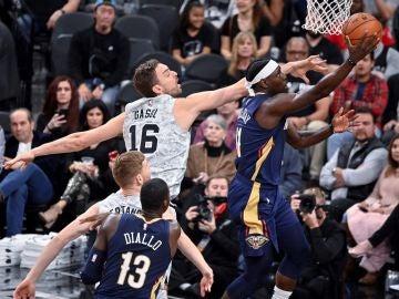 Pau Gasol, en acción ante los Pelicans