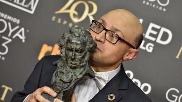 El actor Jesús Vidal tras recibir el Goya al Mejor Actor Revelación, por su papel en 'Campeones'