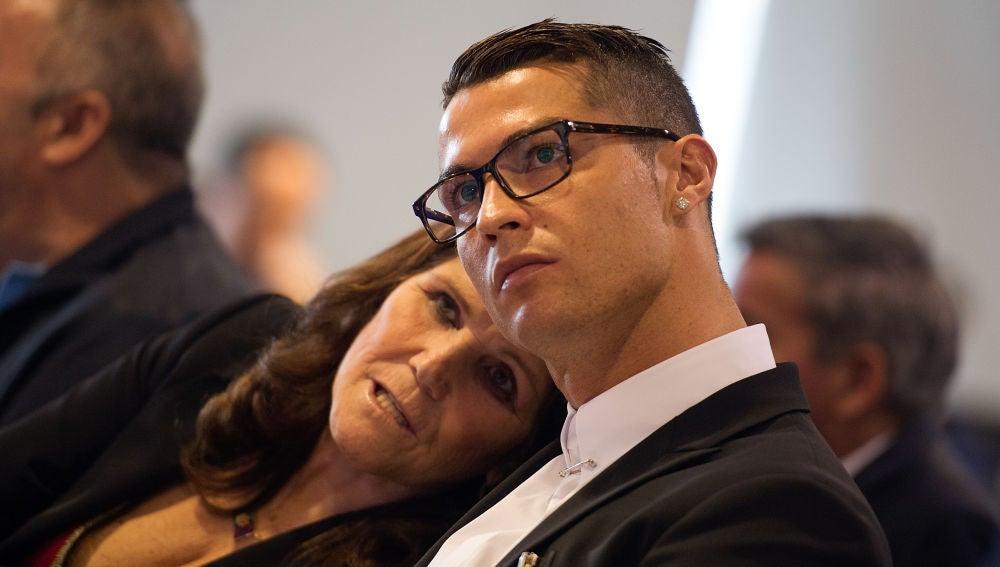 Dolores Aveiro, junto a su hijo, Cristiano Ronaldo