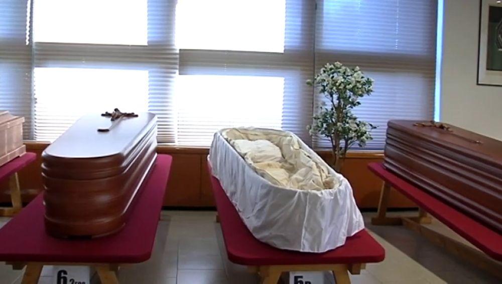 Estafa de los ataúdes: los investigadores creen que incineraban los cuerpos en féretros incompletos