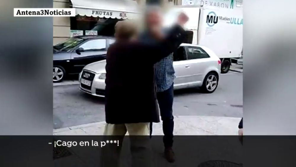 """Insultan y agreden al anciano 'rayacoches' de Vigo: """"Tenías que estar muerto, cabrón"""""""