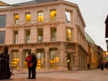 Museo de Bellas Artes y estatua de La Regenta