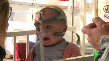 La bebé que nació con el corazón fuera del pecho recibe el alta tras superar tres operaciones