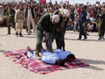 Imagen de los pedófilos ejecutados públicamente en Yemen