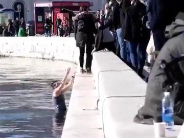 Agreden a tres jugadores serbios de waterpolo en Split y uno de ellos se tira al mar para escapar