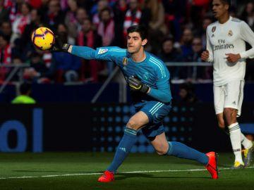 Thibaut Courtois, durante el partido contra el Atlético de Madrid