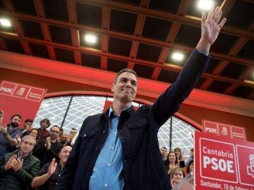 El presidente del Gobierno de España y secretario general del PSOE, Pedro Sánchez, a su llegada al acto de presentación del candidato a la alcaldía de Santander