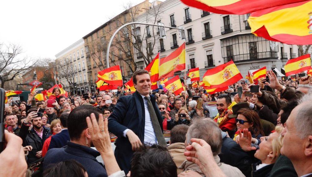 Pablo Casado en la manifestación contra Pedro Sánchez