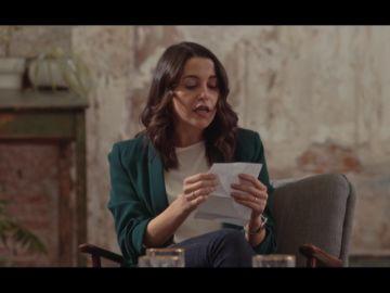 Inés Arrimadas lee una frase de Torra frente a Irene Montero para conocer qué entiende por extrema derecha