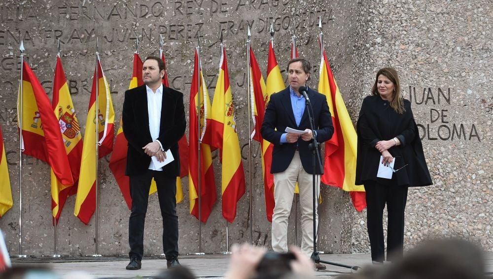 Lectura del manifiesto en la manifestación contra Sánchez