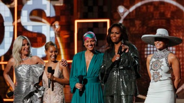 Michelle Obama acompañada por Jennifer López, Lady Gaga, Jada Pinkett Smith y Alicia Keys