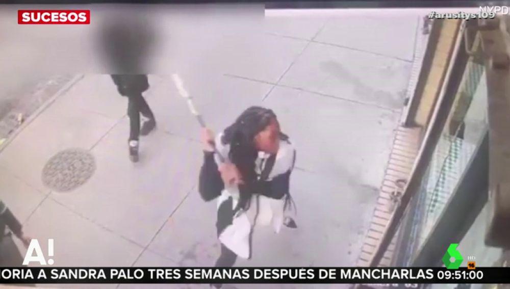Una joven destroza un restaurante con un bate porque no tenían empanadillas de carne