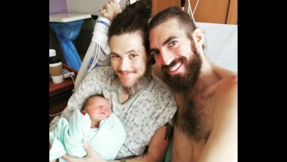 Wyley Simpson, el hombre que dio a luz a un bebé