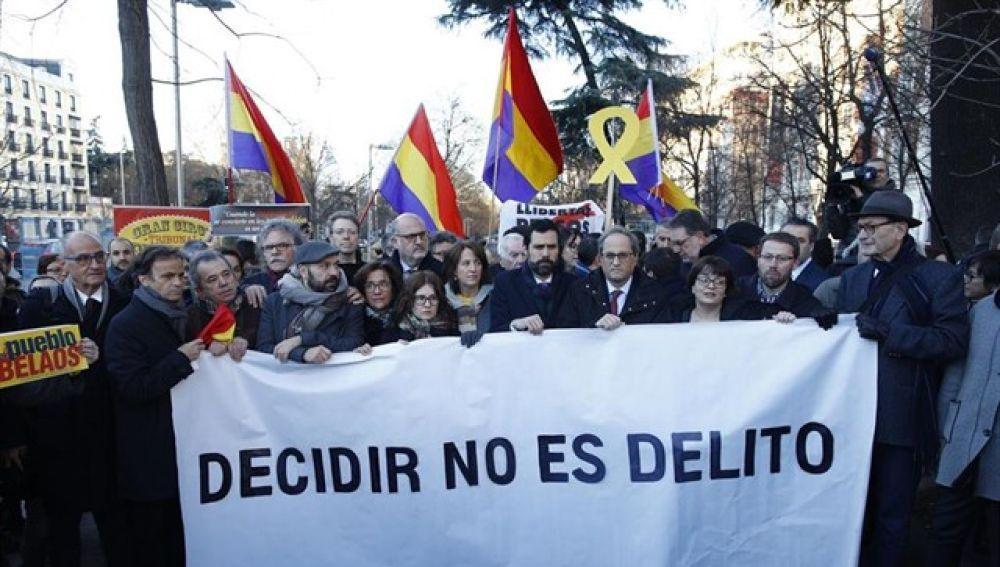 Protesta en los alrededores del Supremo por el juicio del 'procés'
