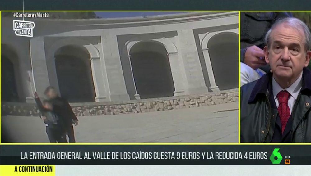Niños posando y haciendo el saludo fascista en el Valle de los Caídos