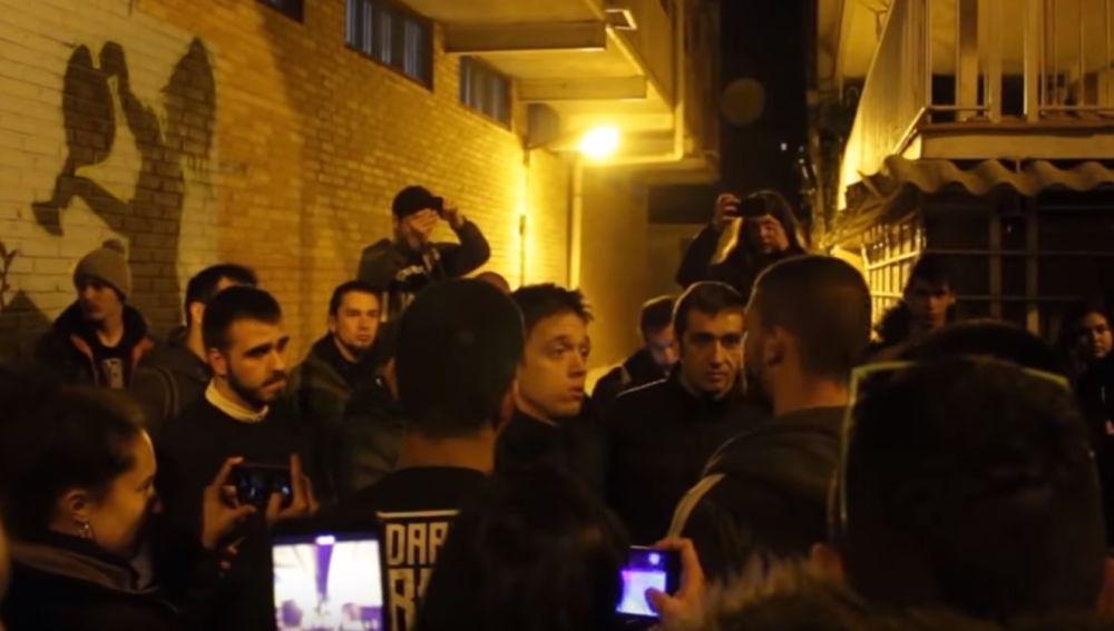 Reprimenda de un grupo de jóvenes a Errejón