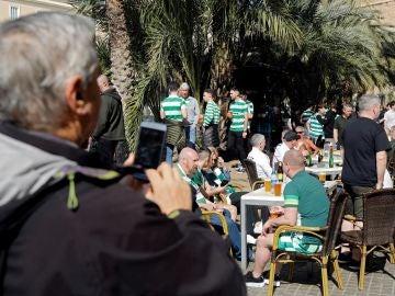 Aficionados del Celtic, en una terraza de Valencia