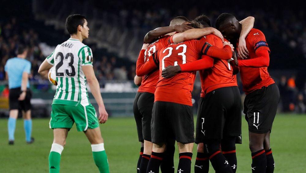 Los jugadores del Rennes celebran un gol en el Benito Villamarín