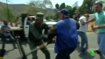 Tensión en la frontera entre Venezuela y Colombia: los militares disparan perdigones y lanzan gases lacrimógenos para evitar la entrada de ayuda humanitaria